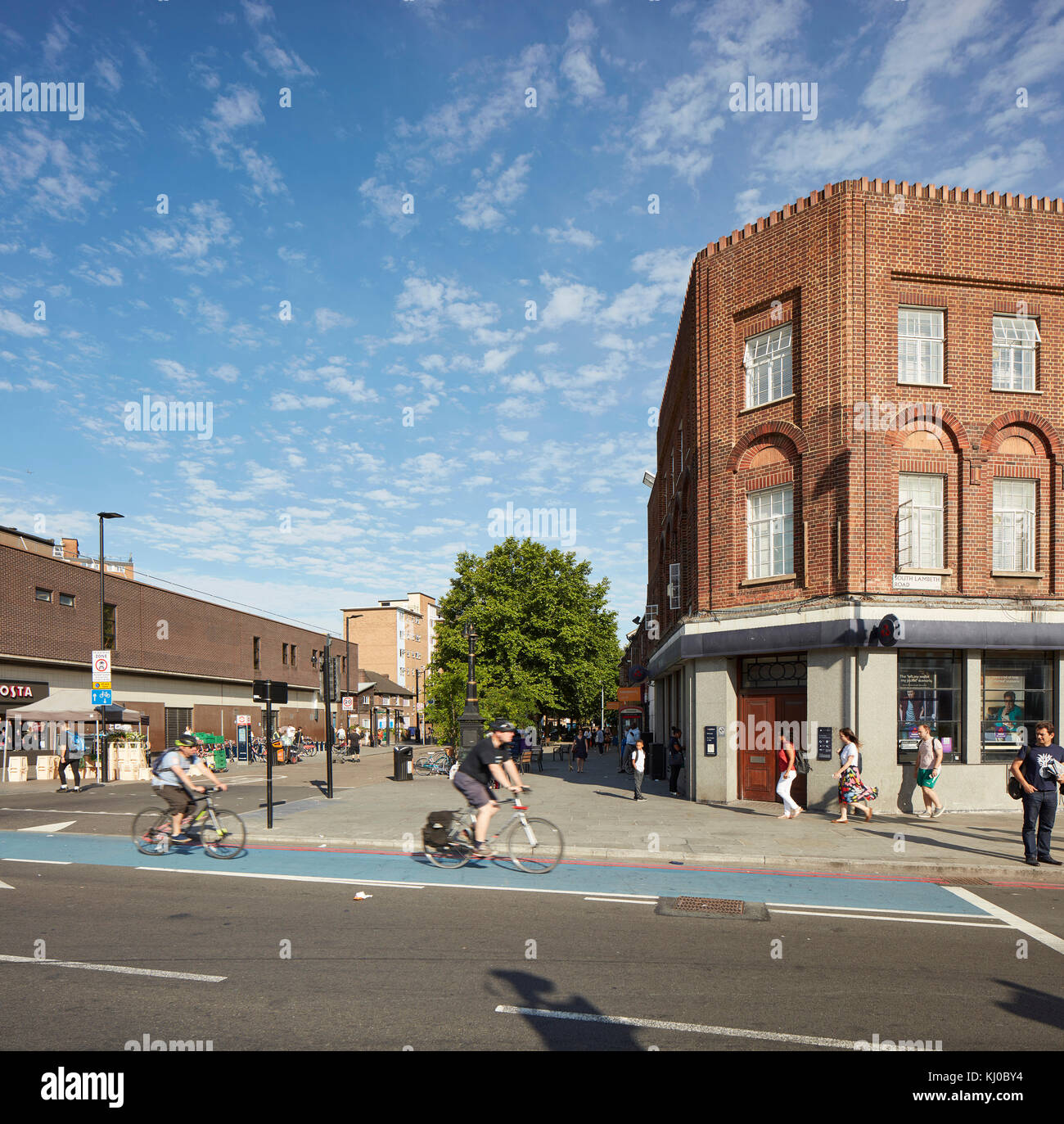 View across intersection towards Binfield Road. Stockwell Framework Masterplan, London, United Kingdom. Architect: - Stock Image