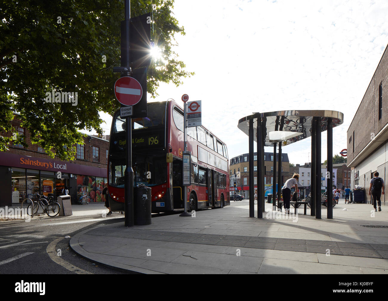 Binfield Road bus stop canopy. Stockwell Framework Masterplan, London, United Kingdom. Architect: DSDHA, 2017. - Stock Image
