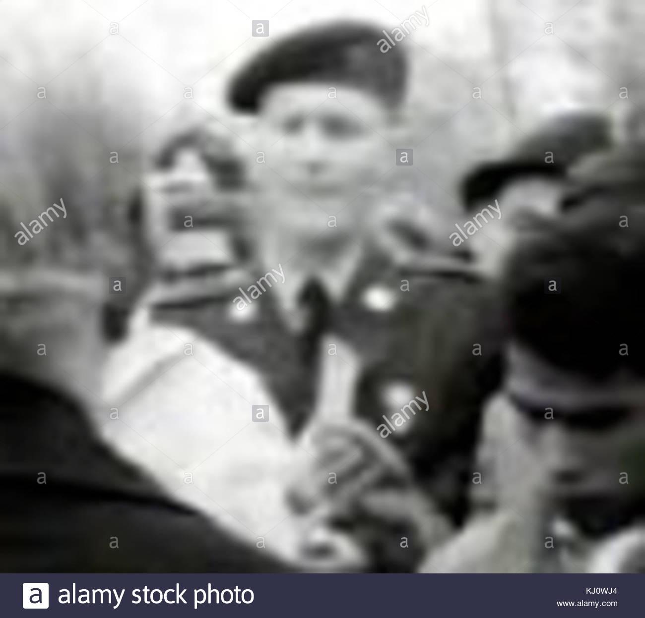 Draft card burning NYC 1967 Gary Rader Green Beret 100px - Stock Image
