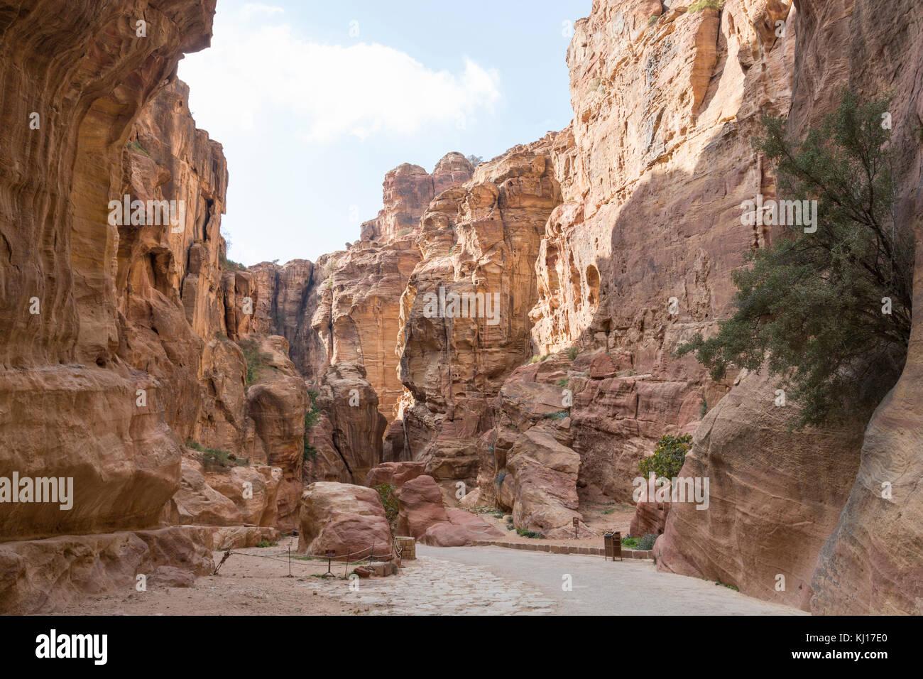 Canyon entrance to the lost city of petra, Jordan Stock Photo