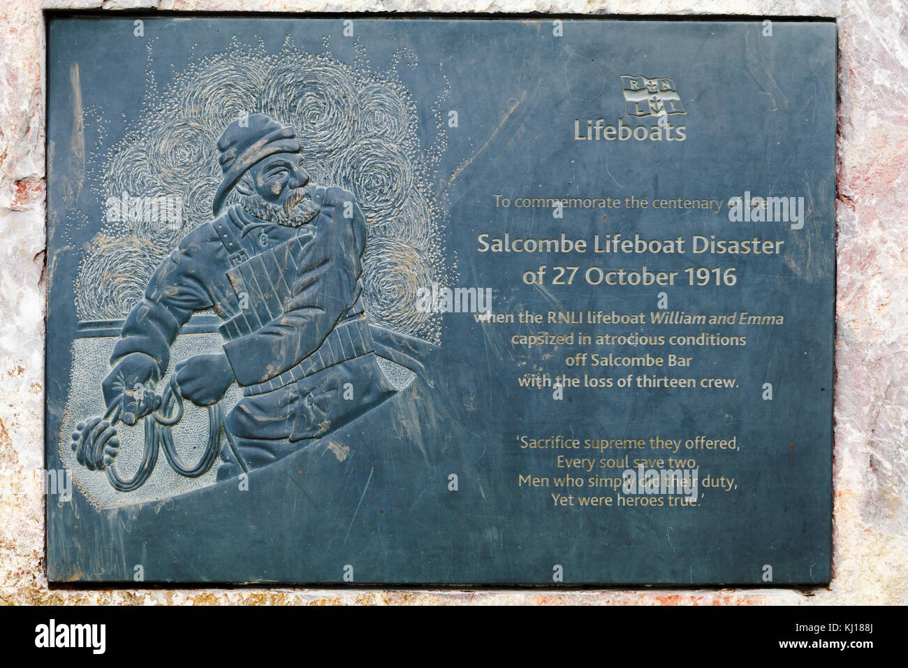 Carved slate commemorative plaque of the centenary of rge 1916 Salcombe Lifeboat Disaster on the cliff of Sharp - Stock Image
