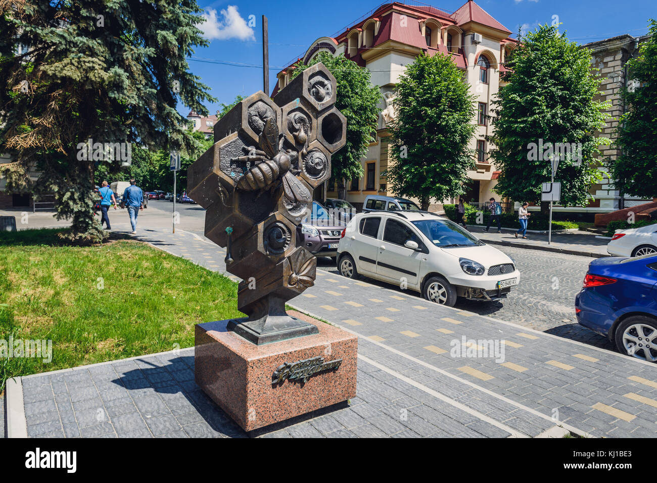 Worker bee statue in Ternopil city, administrative center of the Ternopil Oblast region in western Ukraine - Stock Image