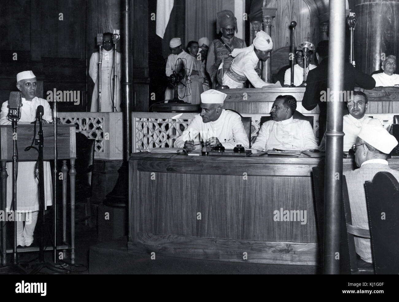 Jawaharlal Nehru and Lord Mountbatten at the declaration of Indian Independence, 15 August 1947. Nehru (1889 -1964) - Stock Image