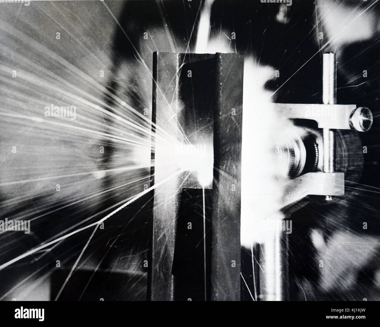 Photograph of a scientist testing a 'closed-circuit' laser that appears to be superior to a gyroscope for - Stock Image