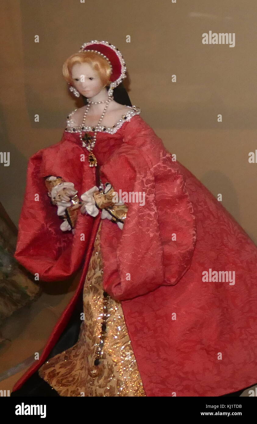 1911 child's doll, depicting Elizabeth I, Queen of England and Ireland from 17 November 1558 - 1603 - Stock Image