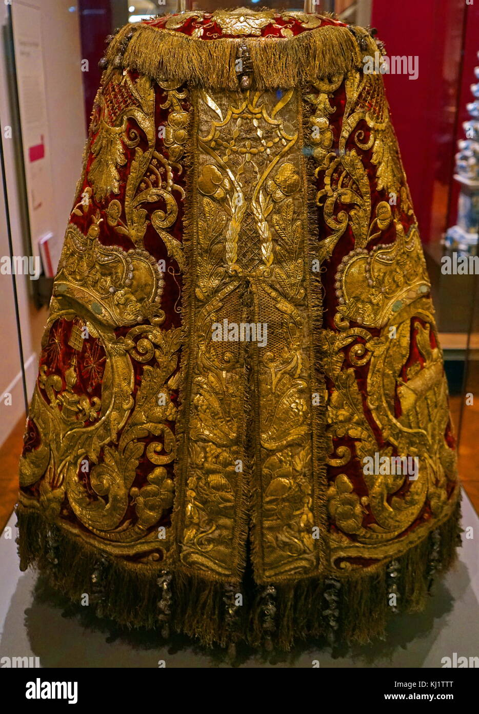 A Dutch Torah mantle which covers the Torah Scroll, which sits within the Holy Ark in a synagogue. Dated 17th Century - Stock Image