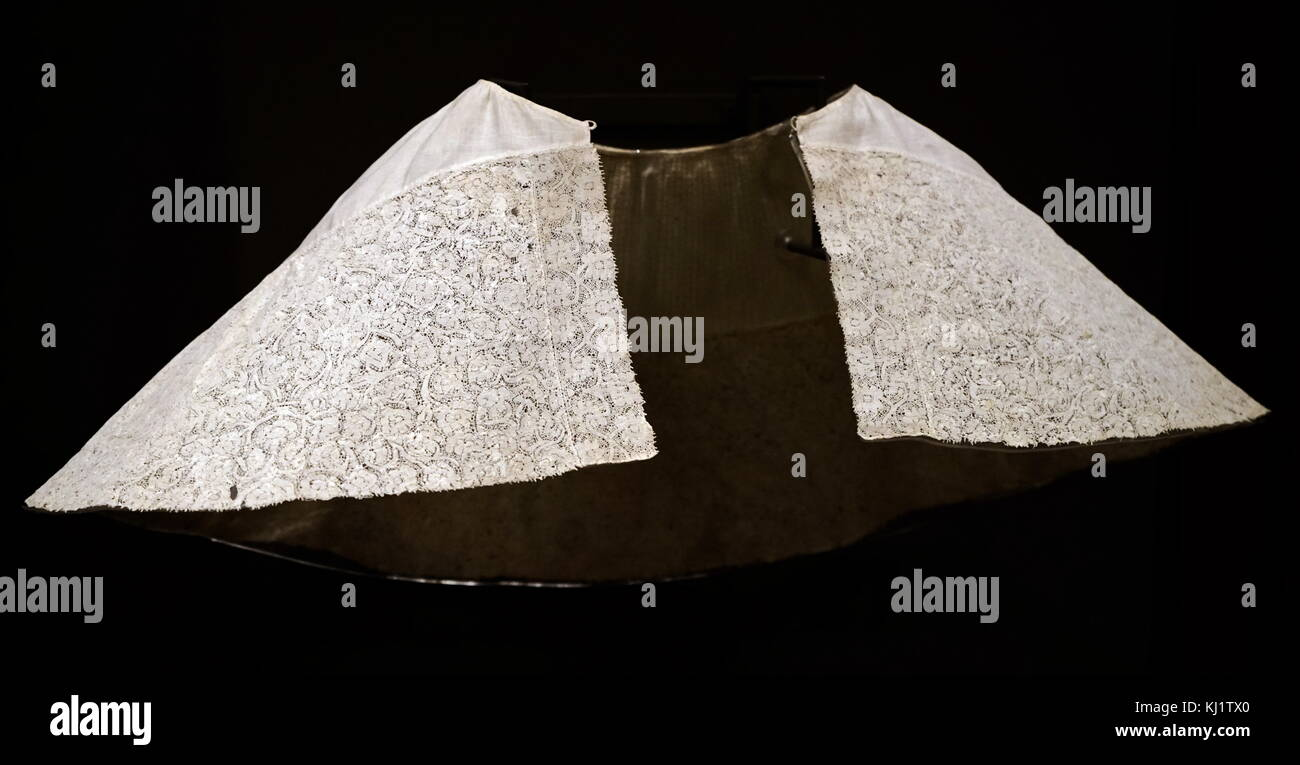 Linen and lace trimmed woman's band (collar). Dated 17th Century - Stock Image