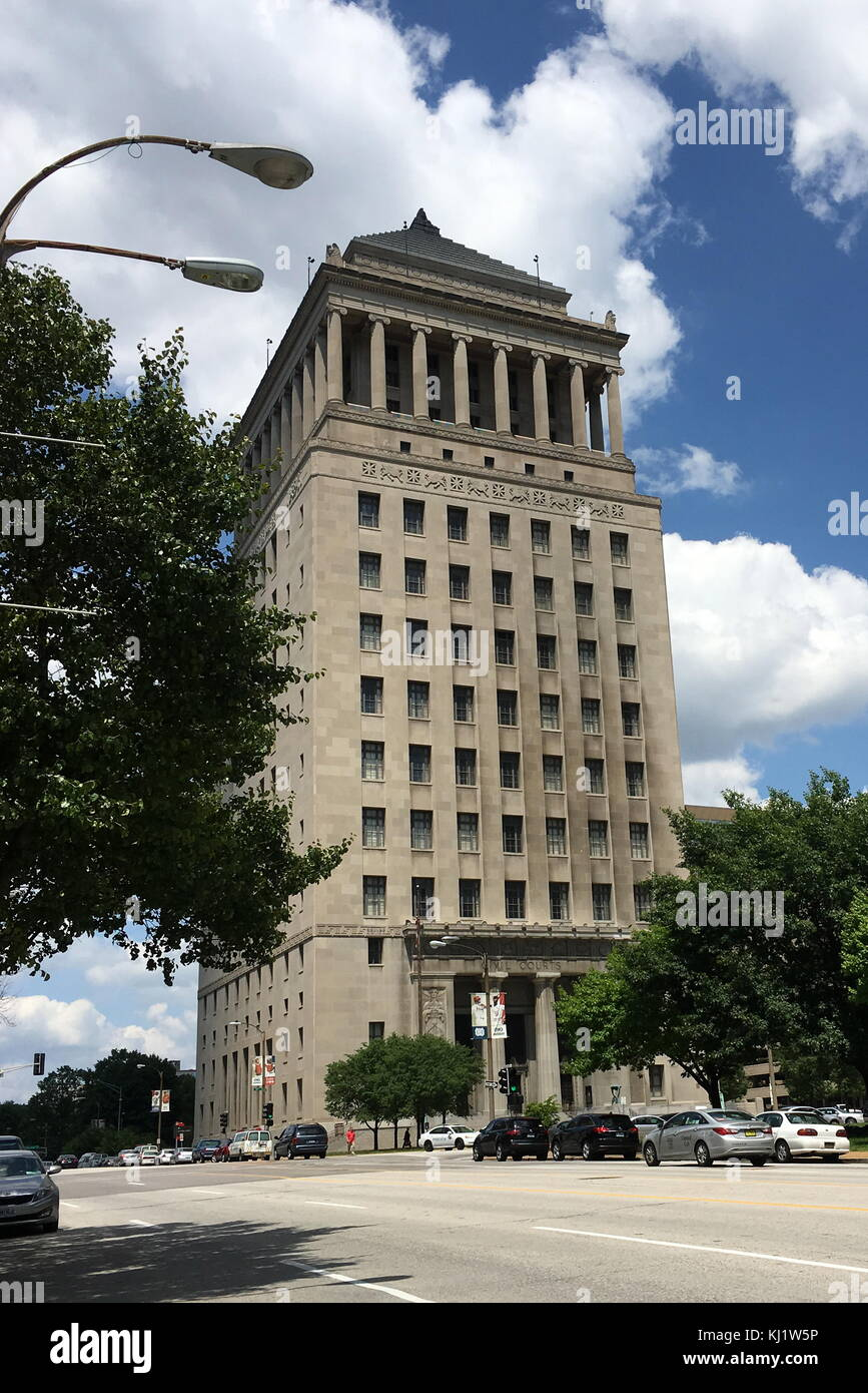 View of the Civil Courts Building, a landmark court building used by the 22nd Judicial Circuit Court of Missouri - Stock Image