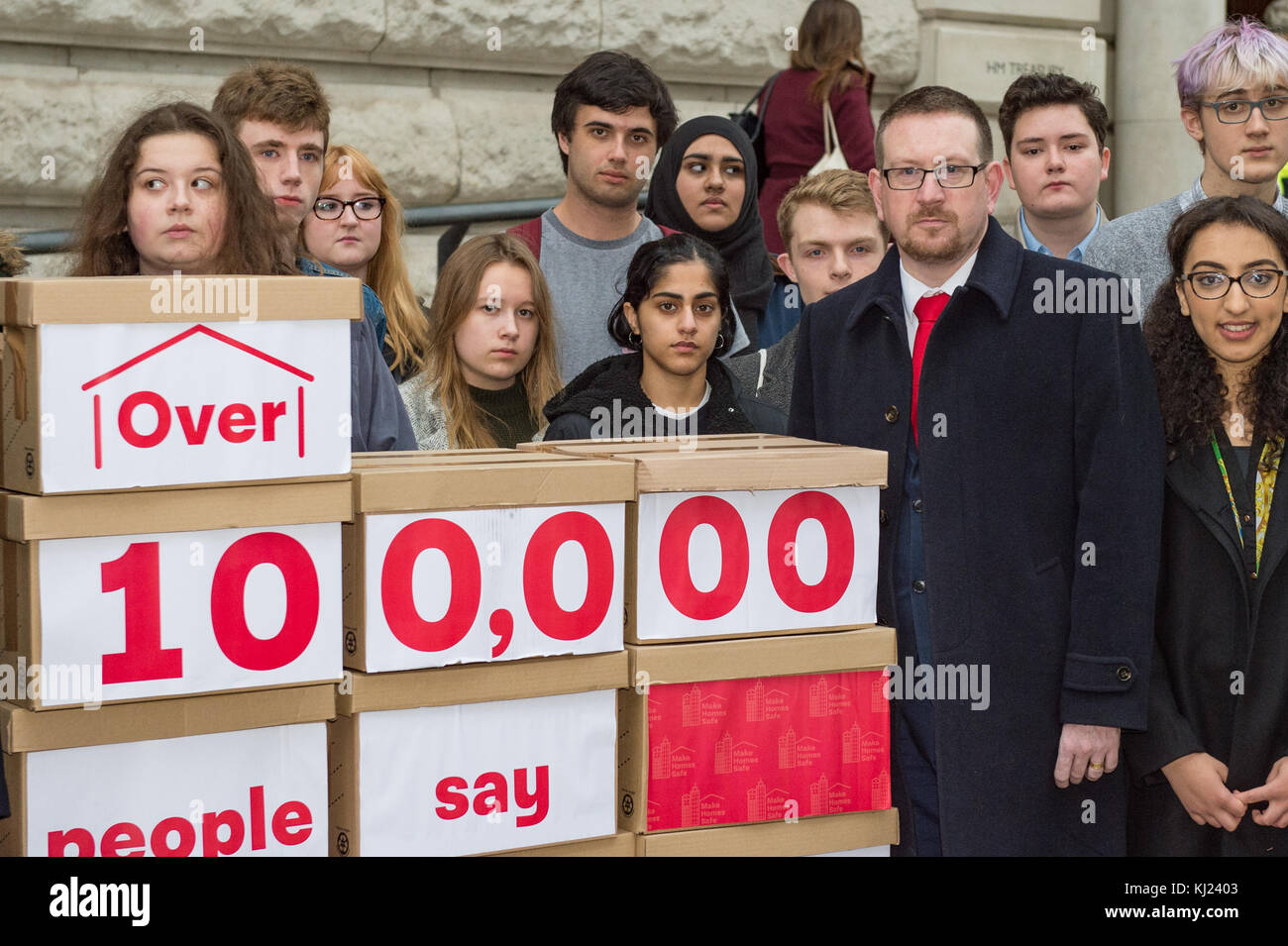 London, United Kingdom. 21st November 2017.Peter Dowd MP, Labour's Shadow Chief Secretary to the Treasury and Andrew Stock Photo