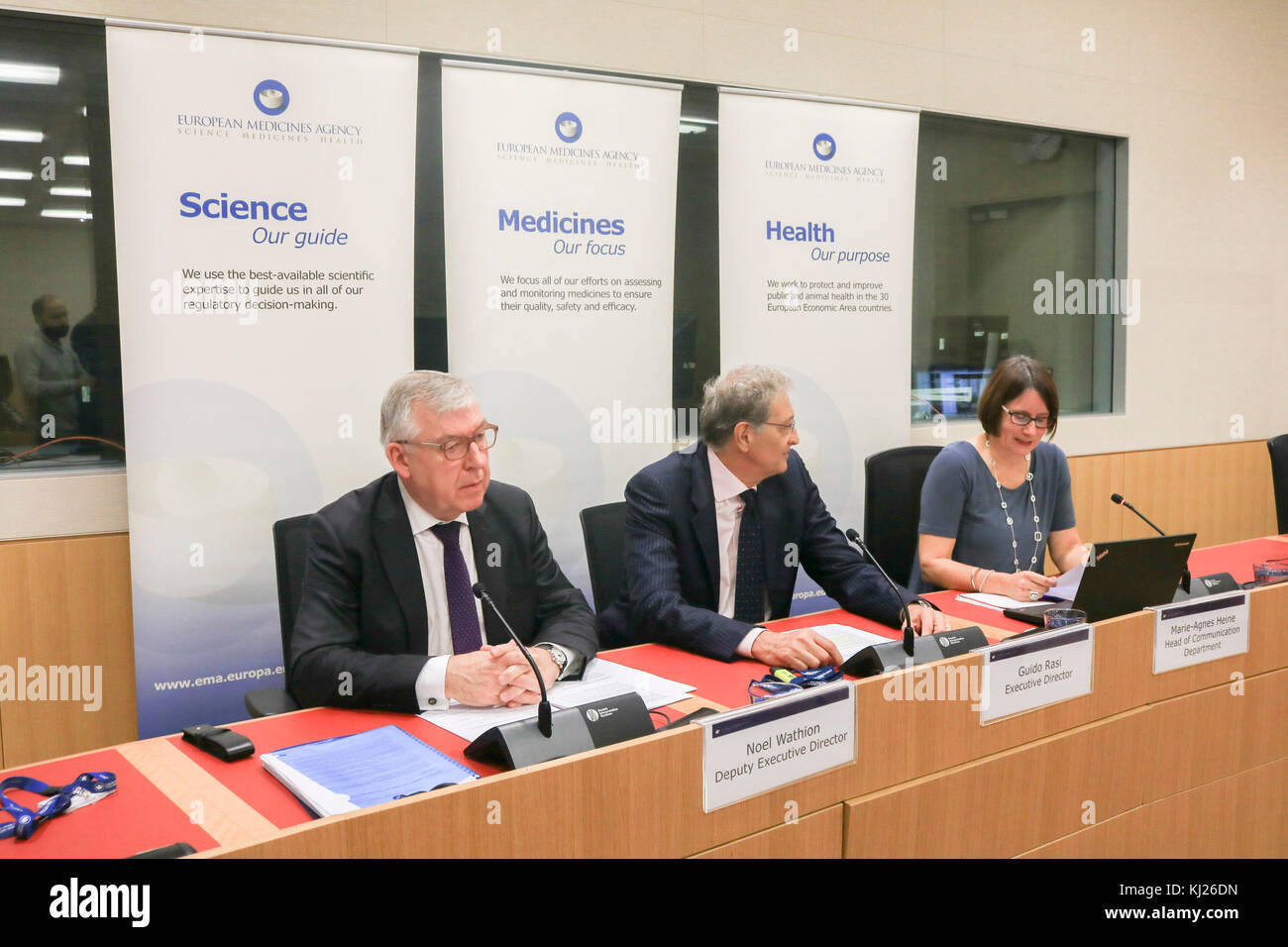 London, UK. 21st Nov, 2017. A press briefing by Guido Rasi, Executive Director of EMA and Noel Whation Deputy Executive Stock Photo