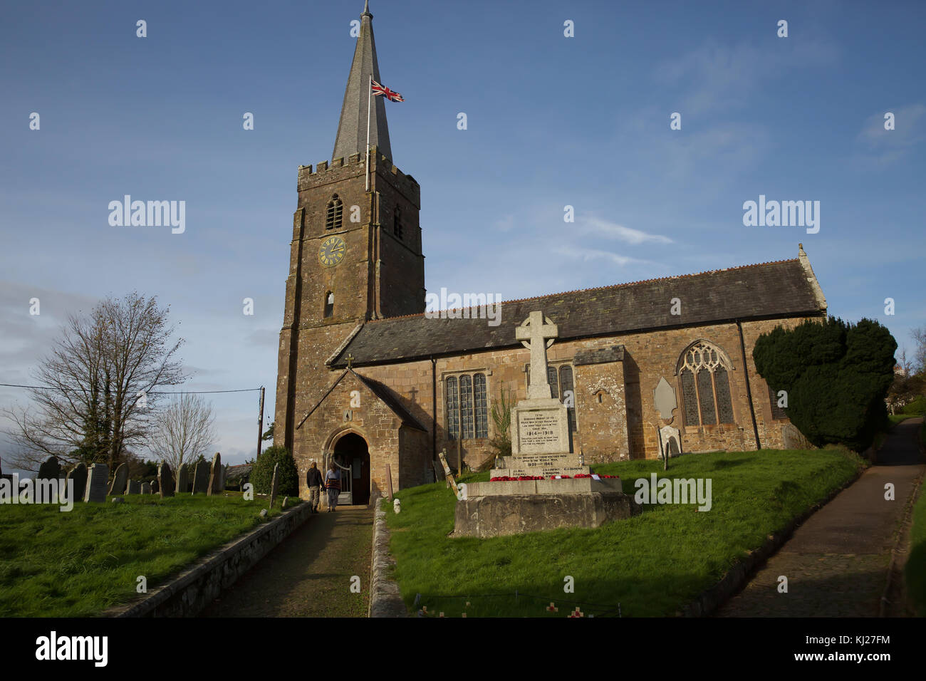 Hatherleigh, UK. 21st Nov, 2017. Blue skies over Hatherleigh in Devon. Credit: Keith Larby/Alamy Live News - Stock Image