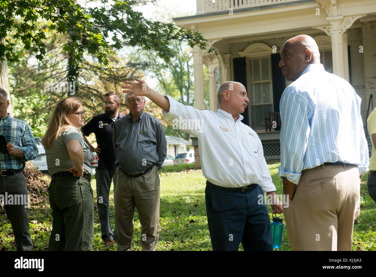 Arlington National Cemetery employees learn from National Park Service Historic Preservation Training Center employees - Stock Image