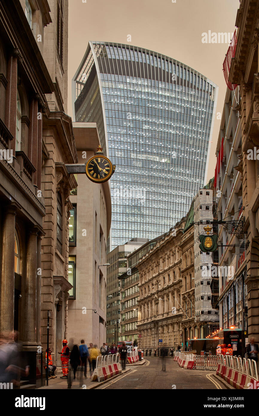 Unusual atmospheric conditions causing 'sepia' sky looking towards 20 Fenchurch street. 20 Fenchurch Street - Stock Image