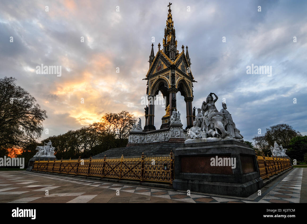 Sunset at the London landmark in Hyde Park contrasting the neo-gothic monument against a threatening sky.   The - Stock Image