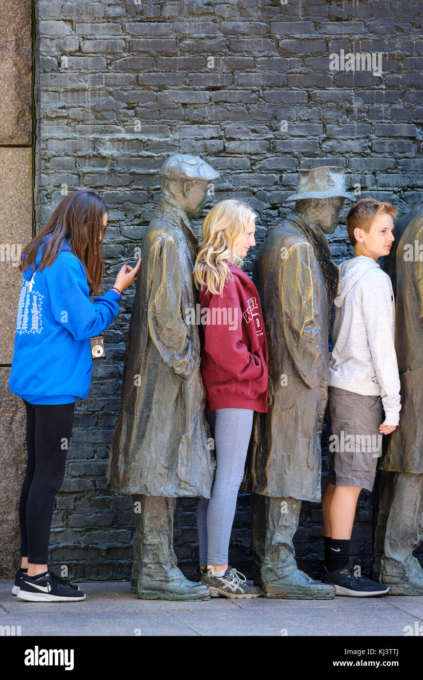 Young students exploring Bread Line, sculpture by George Segal, Room Two of Franklin Delano Roosevelt Memorial, - Stock Image