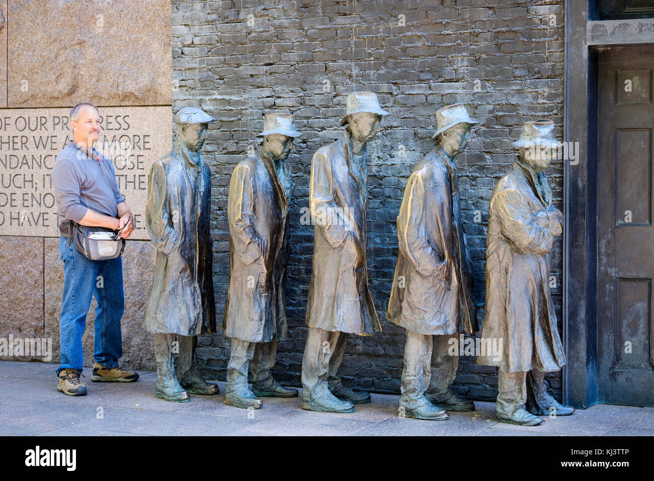 Male tourist posing for a photo at Bread Line, sculpture by George Segal, Room Two of Franklin Delano Roosevelt - Stock Image