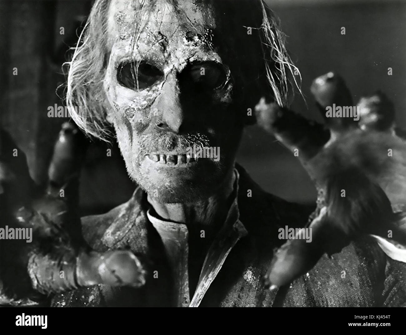 TALES FROM THE CRYPT 1972 MPC film with Peter Cushing - Stock Image