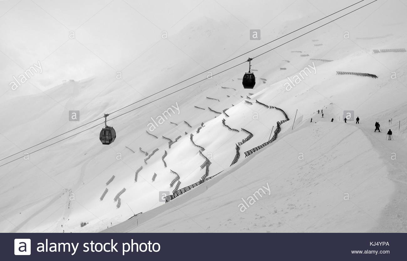 Cable cars over snowy mountains - Stock Image