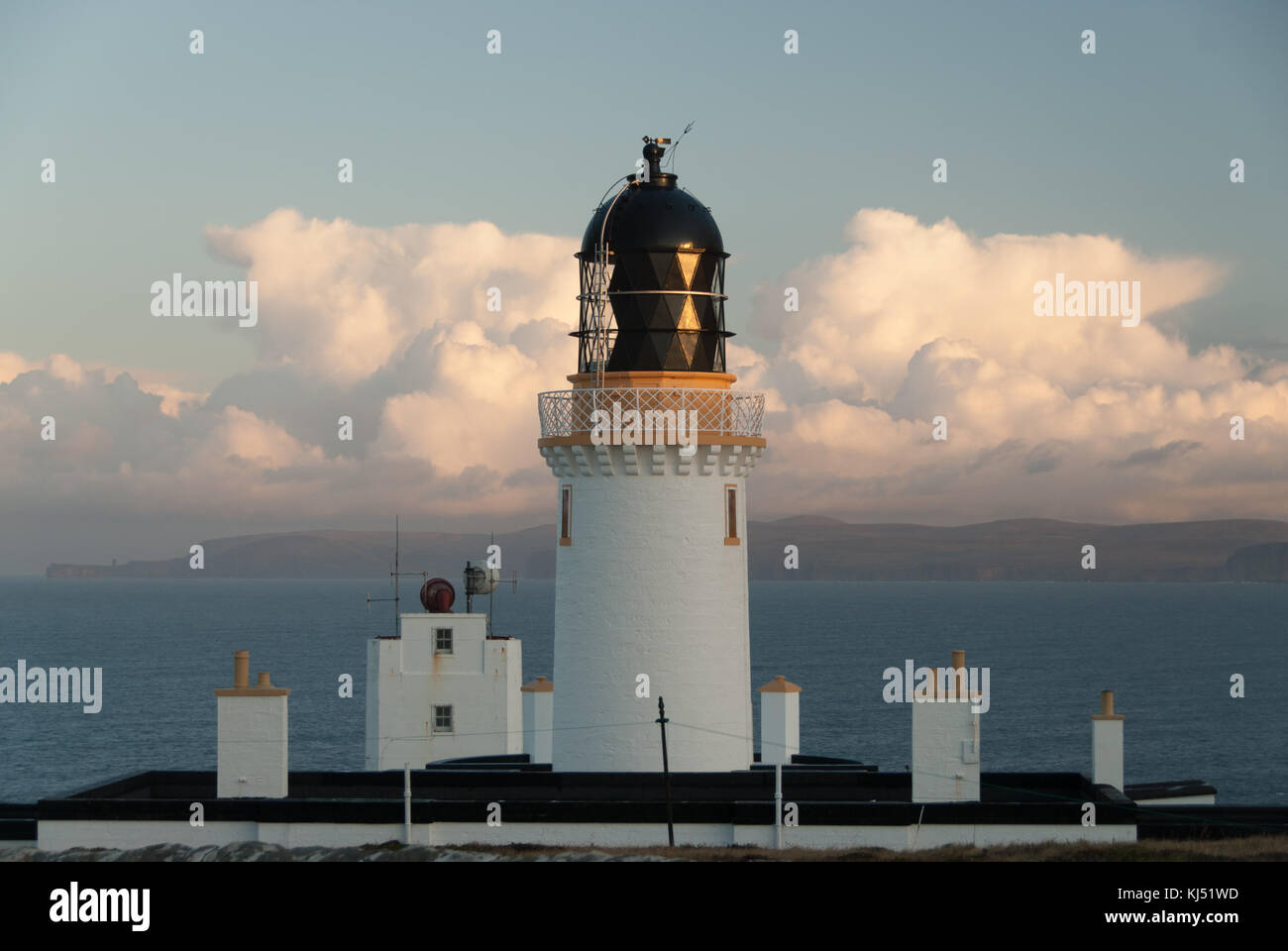 Dunnet Head Light House - Sunrise and early morning light in the autumn - Stock Image