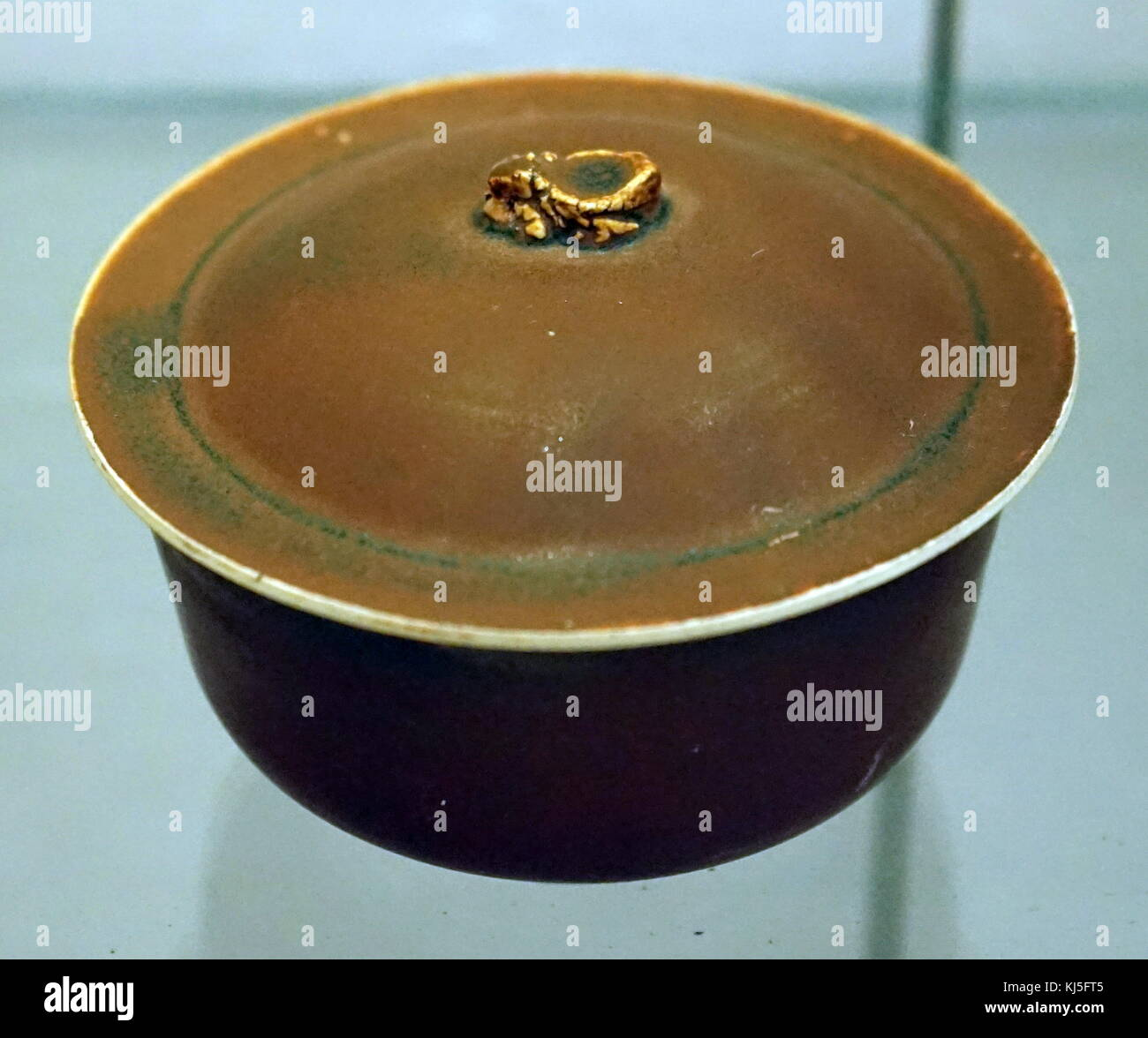 Ding persimmon red glazed covered bowl from the Jin Dynasty. Dated 12th Century - Stock Image