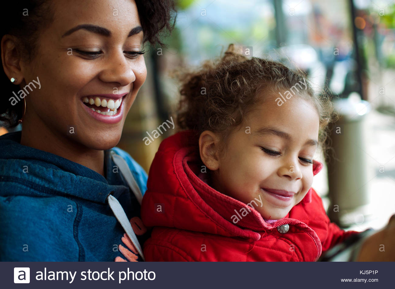 Mother and daughter smiling close-up - Stock Image