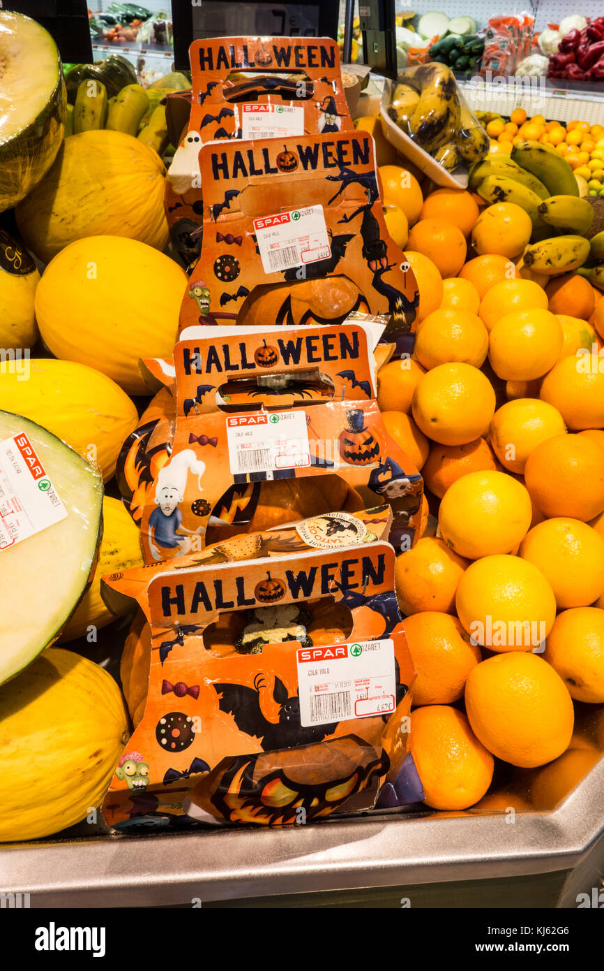LANZAROTE, SPAIN-4th Nov 2017: Pumpkins on reduce after Halloween season in at the Spar Hypermarket in Costa Teguise. - Stock Image