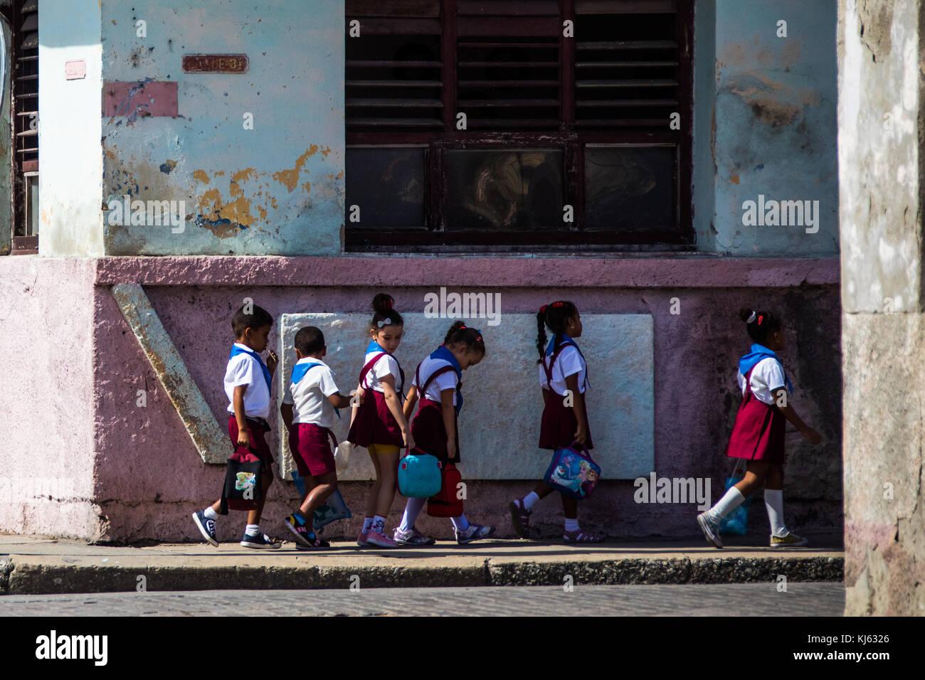 Schoolchildren in a row, Cienfuegos, Cuba - Stock Image