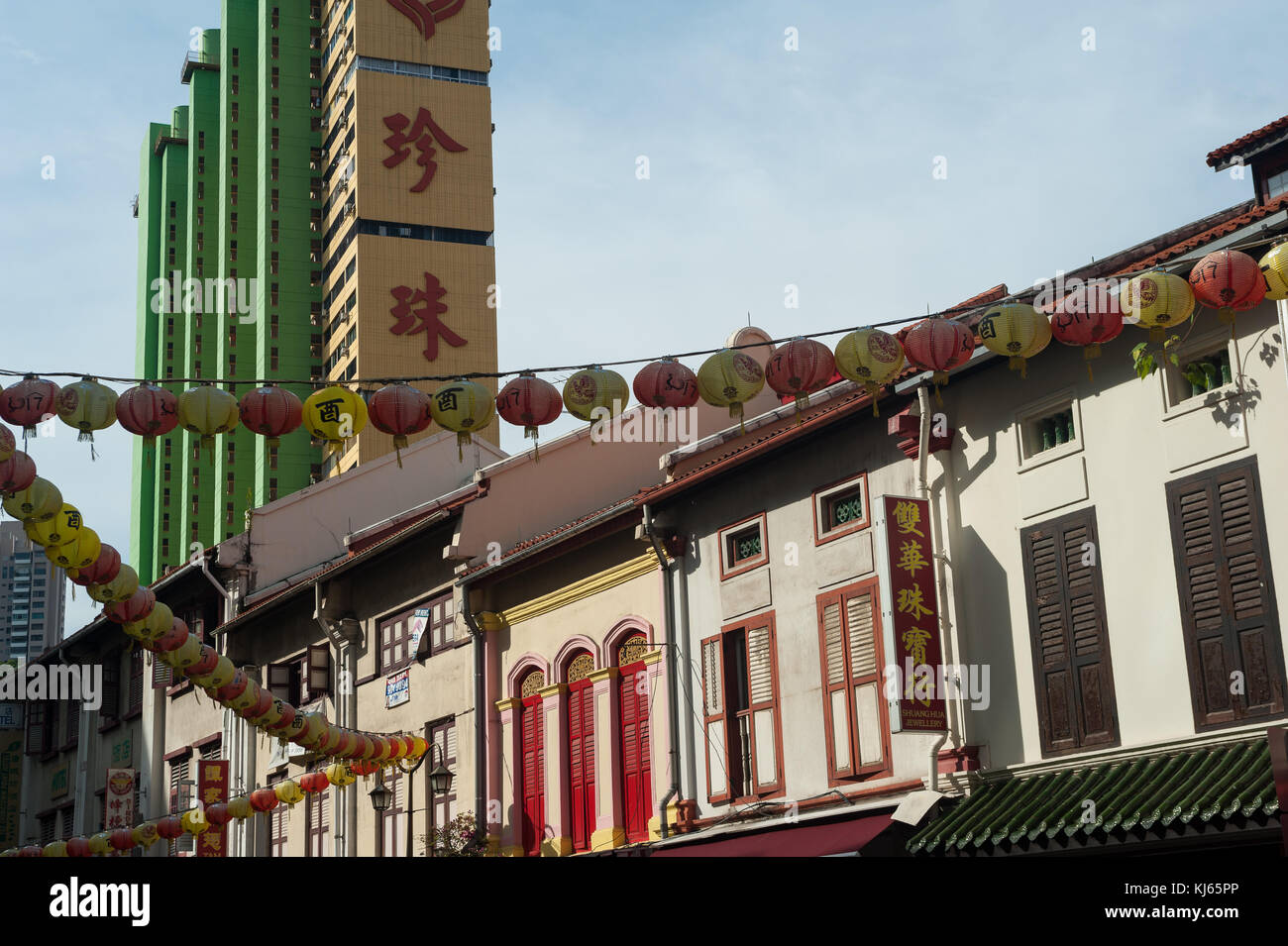 03.11.2017, Singapore, Republic of Singapore, Asia - Traditional shop houses in Singapore's Chinatown district. Stock Photo