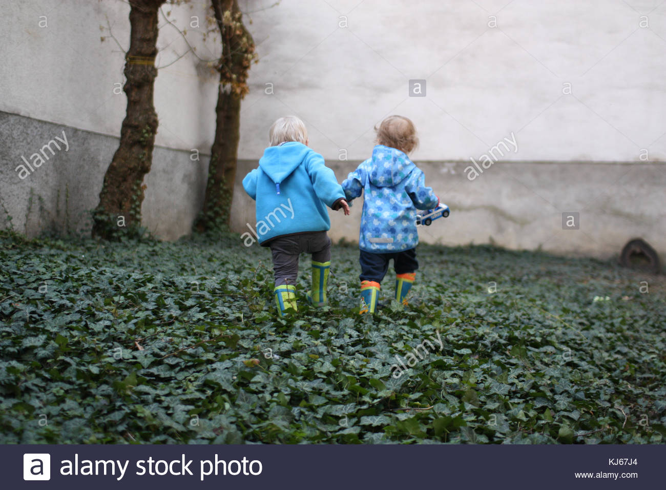 two children holding hands - Stock Image