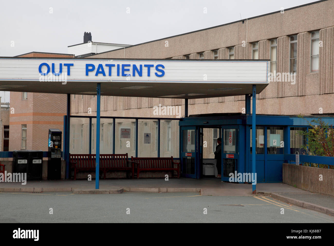 Entrance to the Out Patients department of the NHS Royal Shrewsbury Hospital, a teaching hospital - Stock Image
