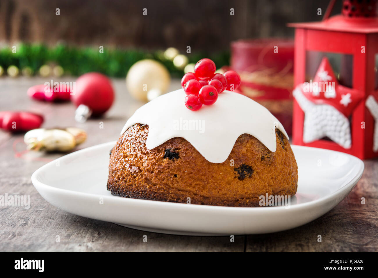 Christmas pudding on wooden table - Stock Image