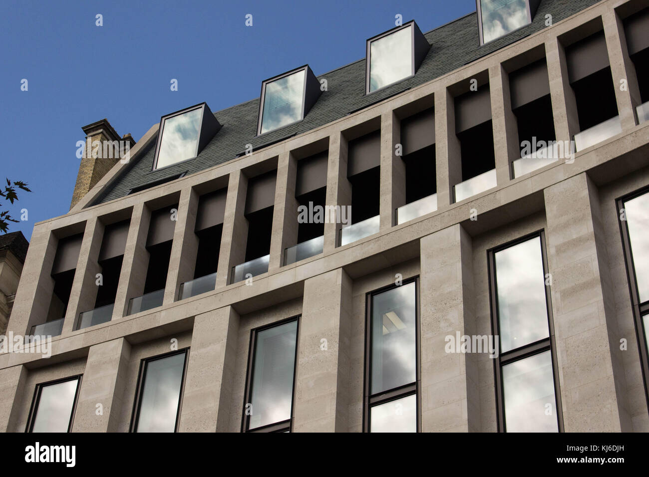 New building in the City of London, on Finsbury Circus 8. Beautiful, simple looking stone facade with windows reflecting - Stock Image