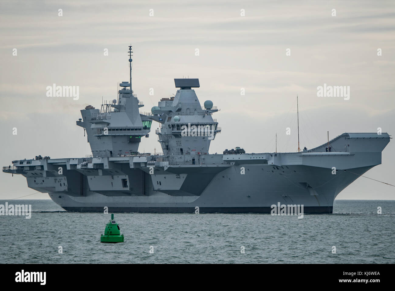 Britain's largest warship HMS Queen Elizabeth returning to Portsmouth Naval Base, UK on 21/11/17 after completion - Stock Image