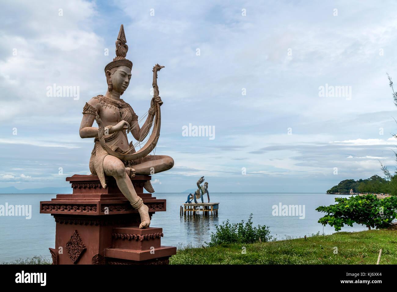 buddhistische Statue an der Küste bei Kep, Kambodscha, Asien      buddhist statue at the coast in Kep, Cambodia, - Stock Image