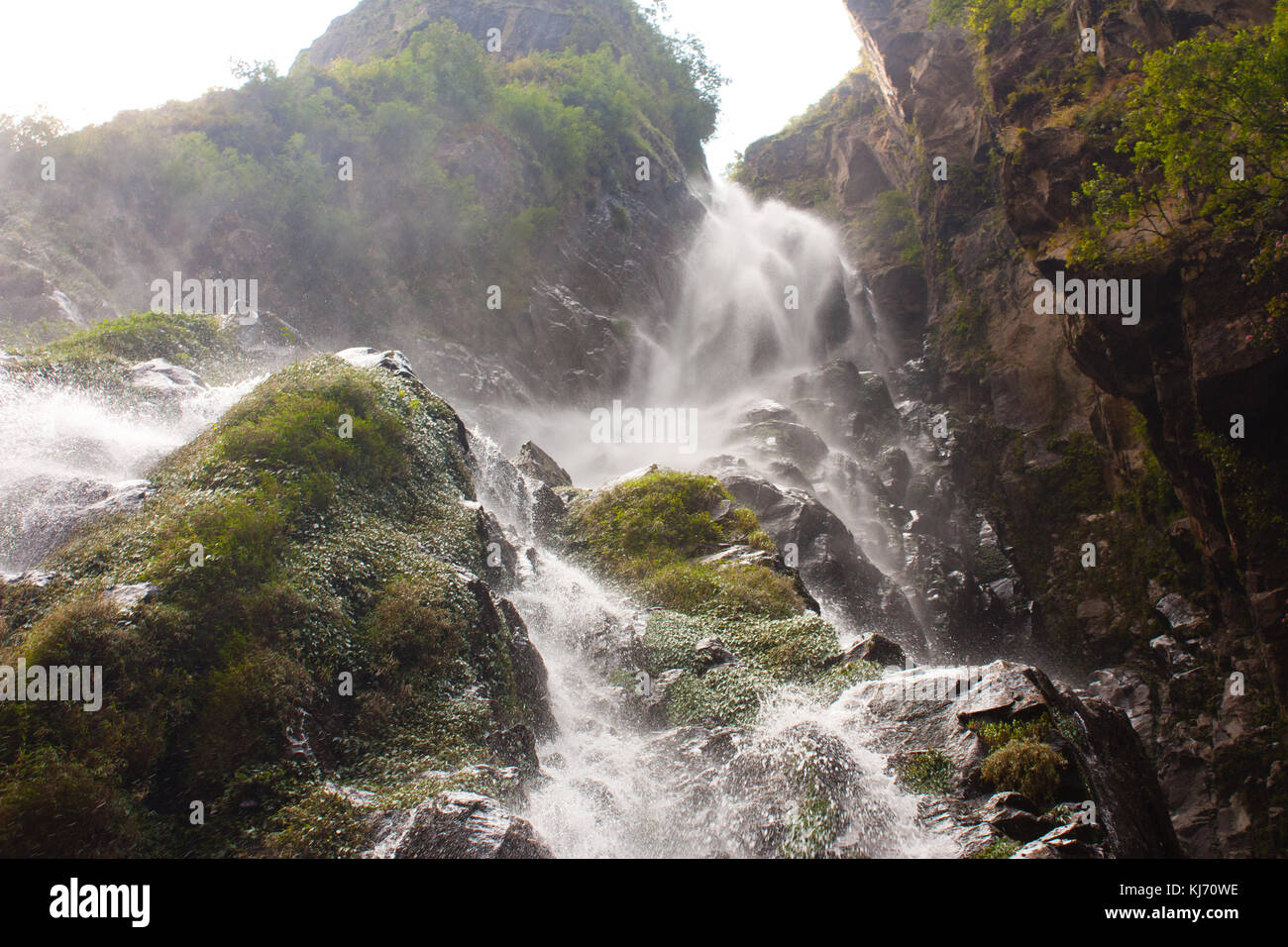 A waterfall along the dirty road to Manang in the Himalayan mountains, Marsyangdi valley. Nepal - Stock Image