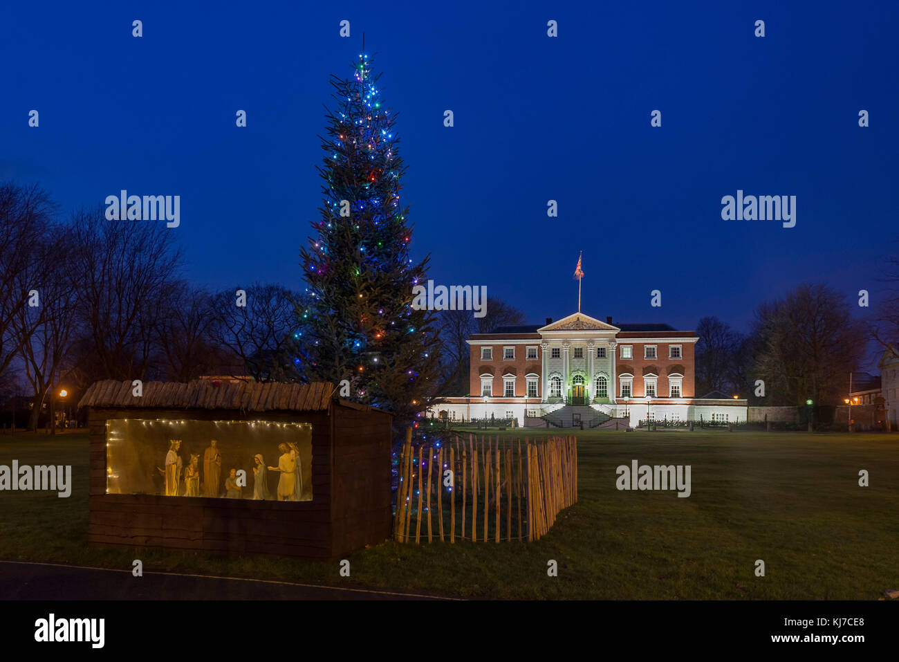 Warrinton town hall illumiaed in the evening with the christmas nativity and tree. - Stock Image
