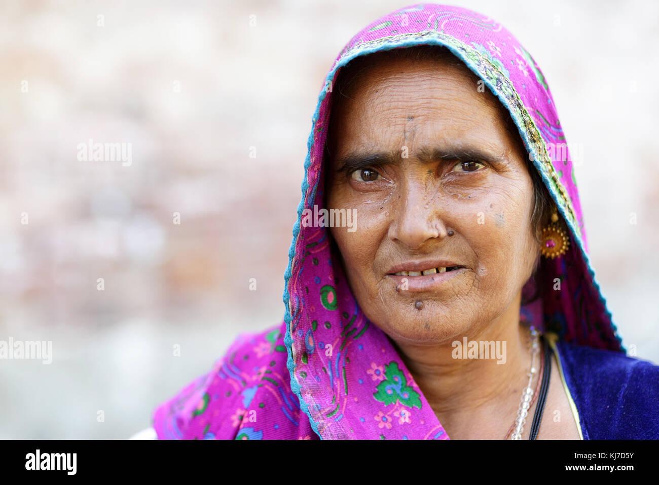 Elder Rabari woman wearing pink veil, Rajasthan, India. - Stock Image