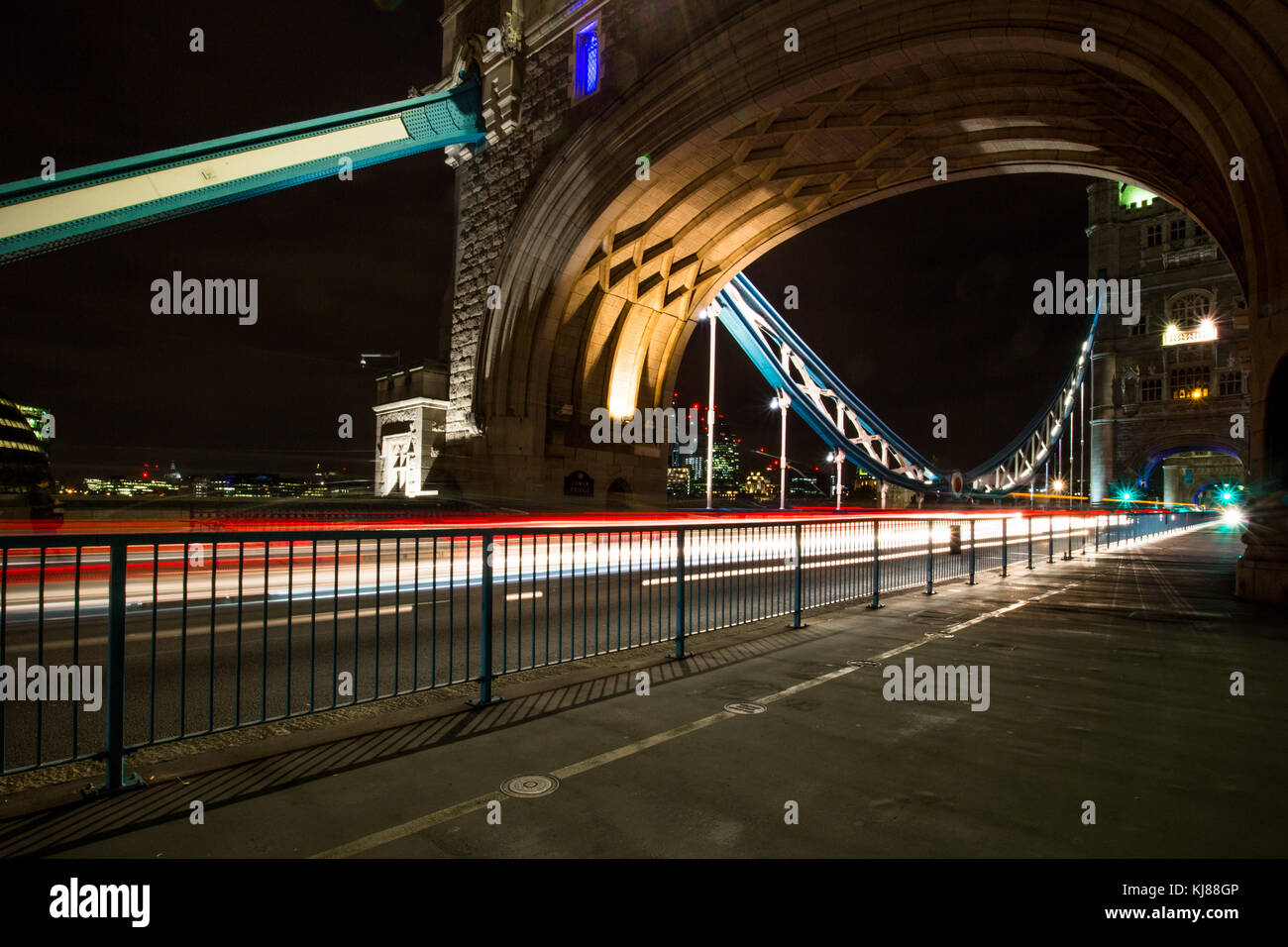 Sir Norman Foster's Wobbly Millennium Pedestrian Bridge from Southbank to Sir Christopher Wren's iconic famous landmark Stock Photo