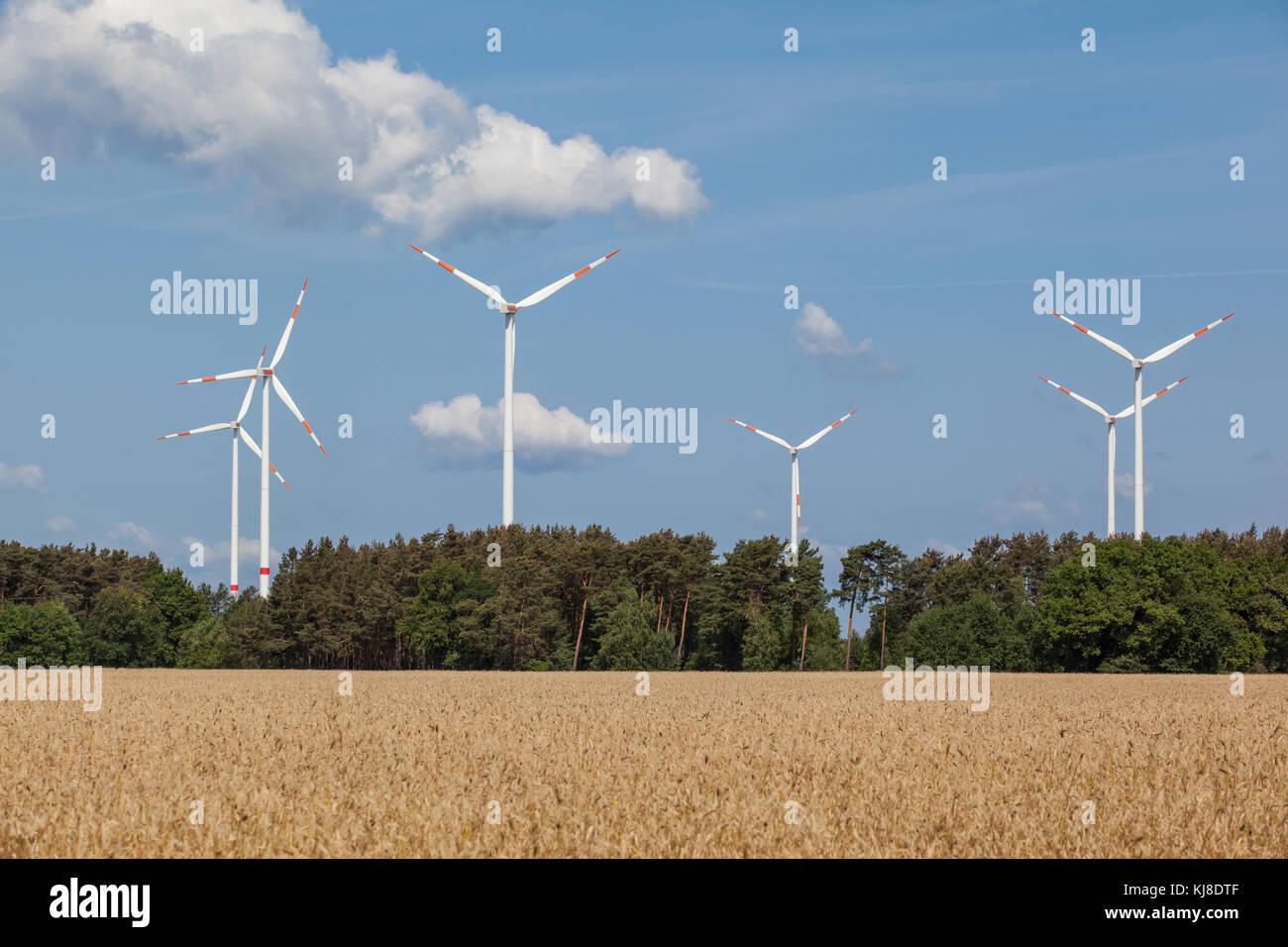 ökologische Energiegewinnung durch Windräder - Stock Image