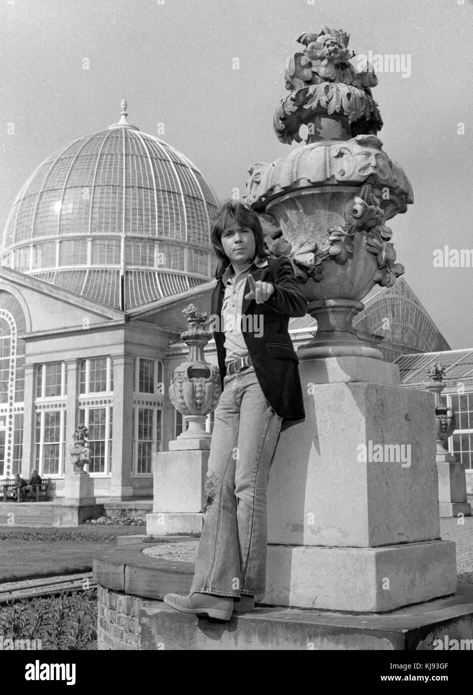 David Cassidy, banned from the BBC TV studios at White City because of his uncontrollable fans, escaped from their - Stock Image