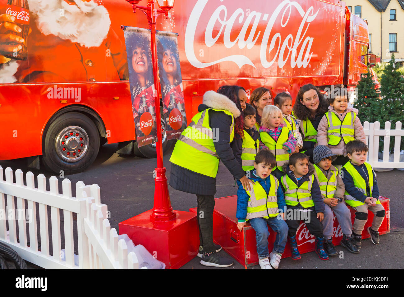 Bournemouth, Dorset, UK. 23rd Nov, 2017. The Christmas Coca Cola truck arrives at the Triangle in Bournemouth, as - Stock Image