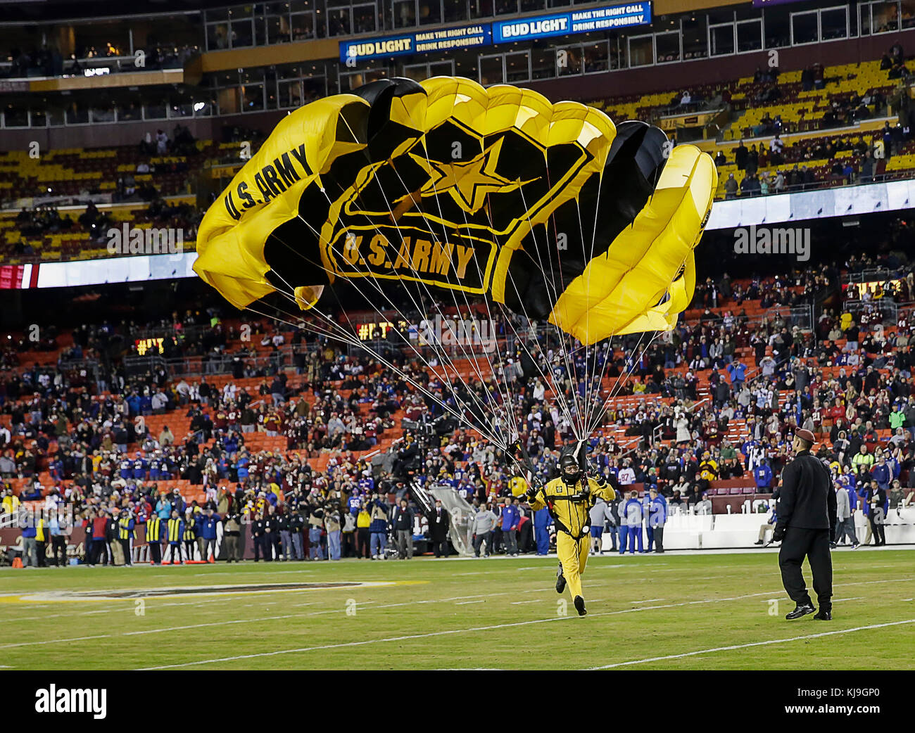 U S  23rd Nov, 2017  Army Parachutist jump into the stadium