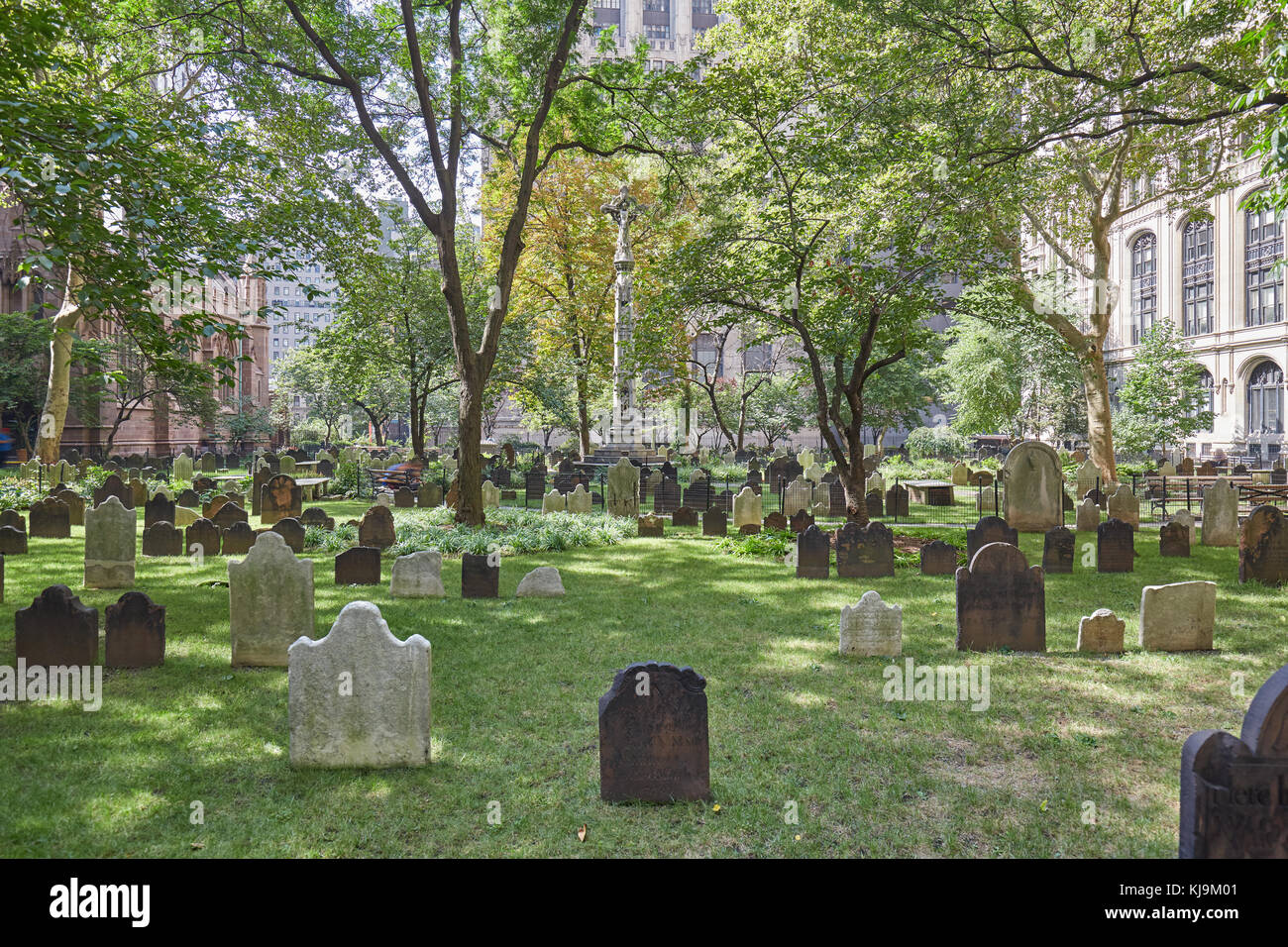 Trinity Church cemetery with green grass in a sunny day in New York - Stock Image