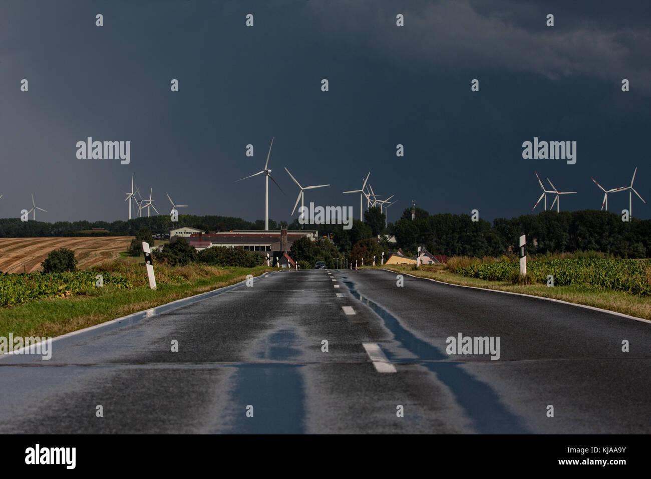 Windernergie bedrohlicher Himmel - Stock Image
