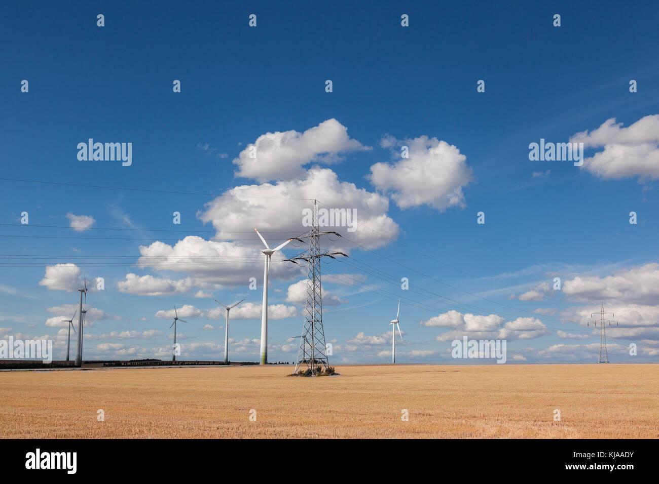 Windräder mit Überlandleitung Stock Photo