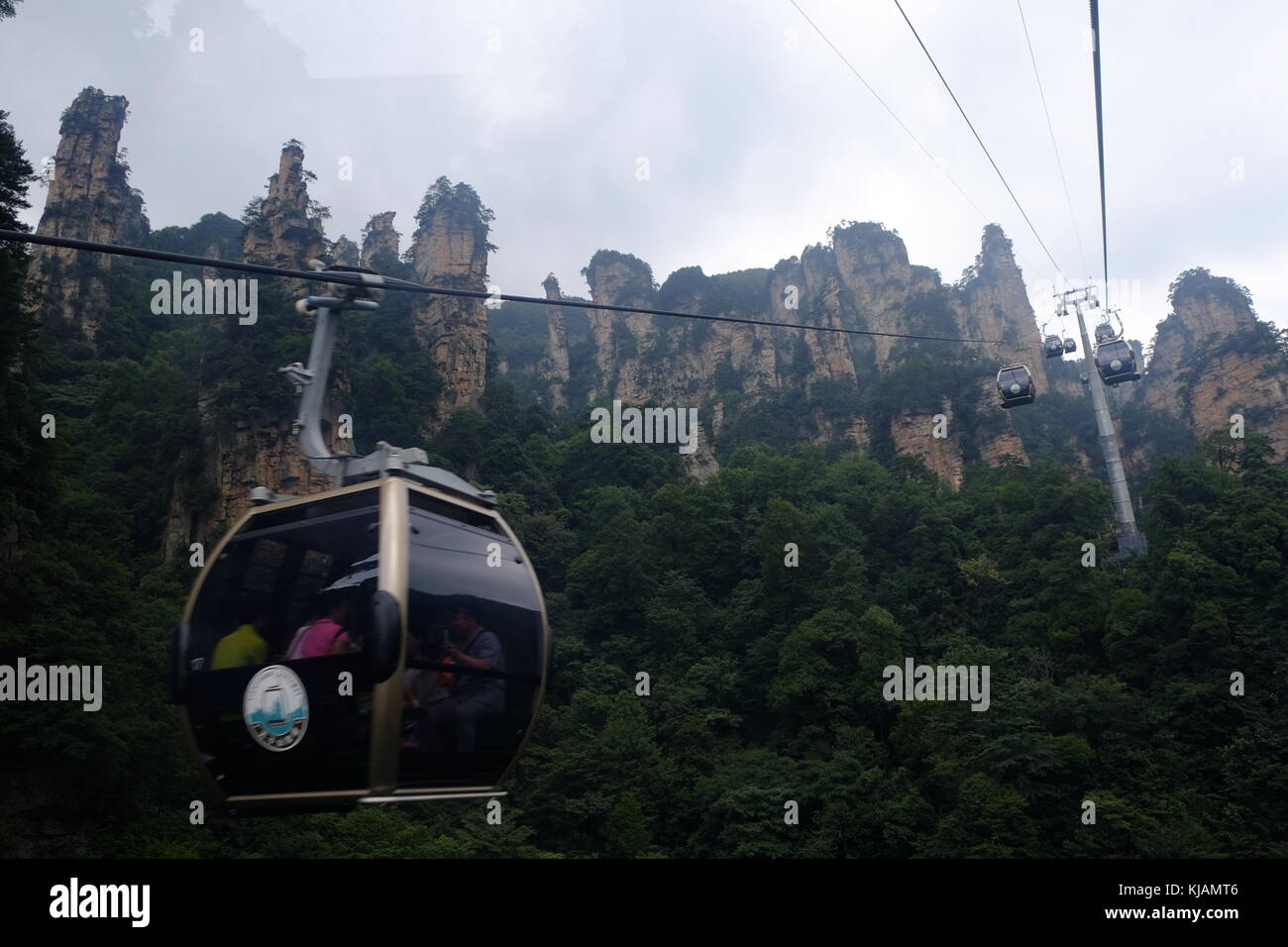 Cablecars going upwards at the Zhangjiajie National Forest Park in the Wulingyuan scenic region in China Stock Photo