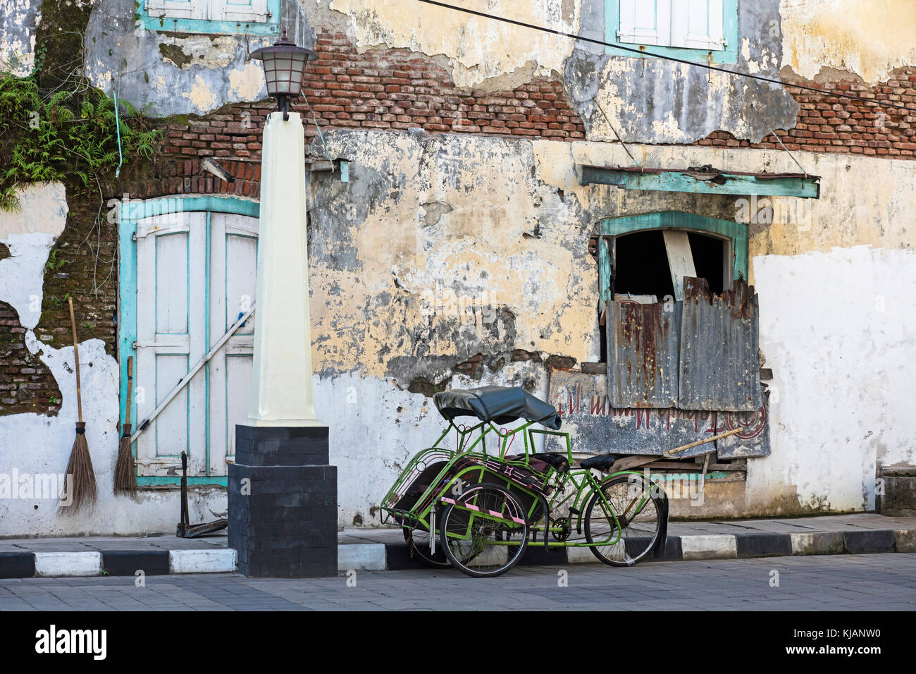 Cycle rickshaw / becak in the old town Oudstad of Semarang, Central Java, Indonesia - Stock Image