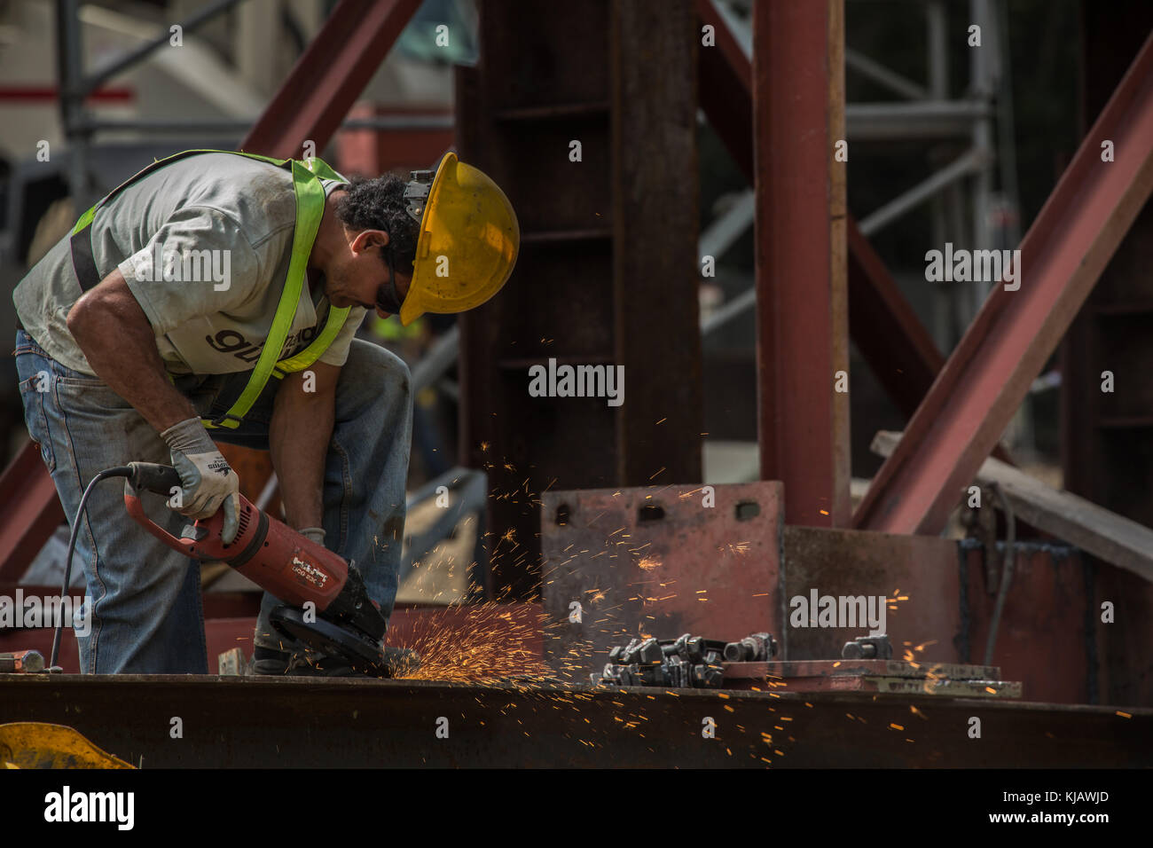 Worker man grinding metal iron at Construction. Hombre cortando metal hierro en construcción. photo by: Roberto - Stock Image