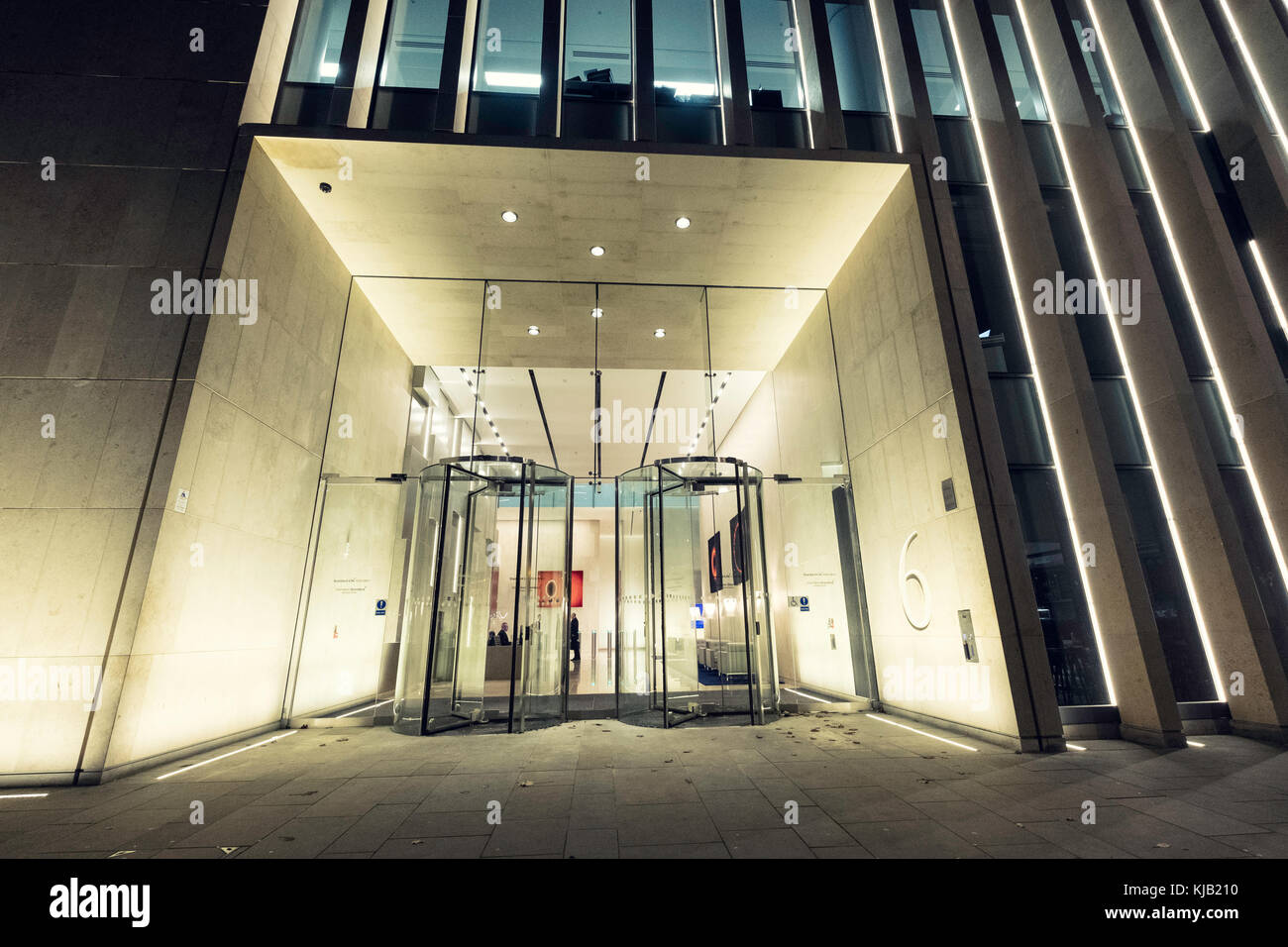 Night view of exterior of Standard Life Aberdeen building in St Andrews Square in Edinburgh, Scotland, United Kingdom - Stock Image