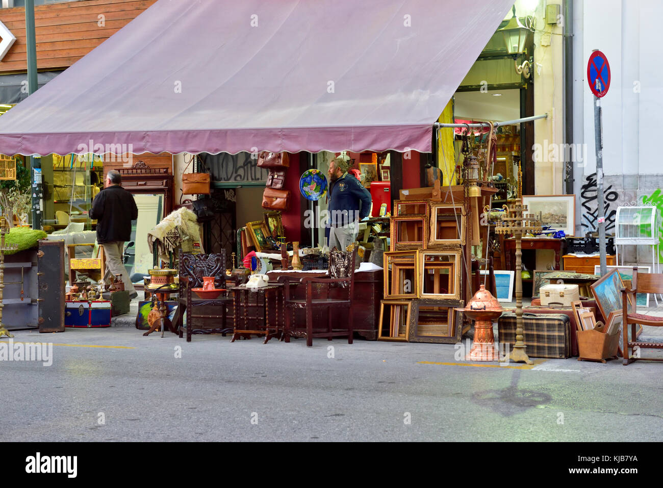 Street market with bric-a-brac, antiques and collectables in Ermou Street Monastiriaki area of central Athens, Greece - Stock Image